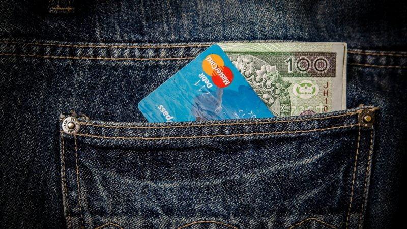 bani card buzunar