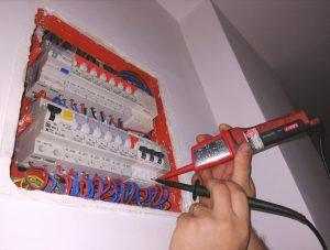 Ai cabluri dezizolate? Mare grijă! 20% din incendii sunt datorate improvizațiilor sau cablurilor dezizolate