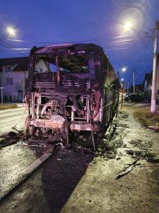 Autocar cu 30 de pasageri, în flăcări la Șura Mare * VIDEO