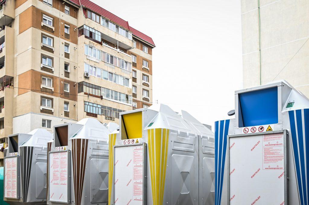Platforme noi, cu acces controlat, pentru colectarea deșeurilor în zonele de blocuri. 5 sunt deja montate